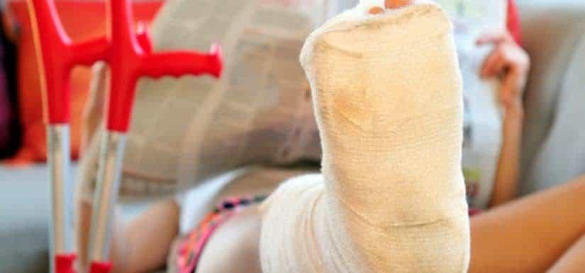 Beinbruch und Schmerzensgeld