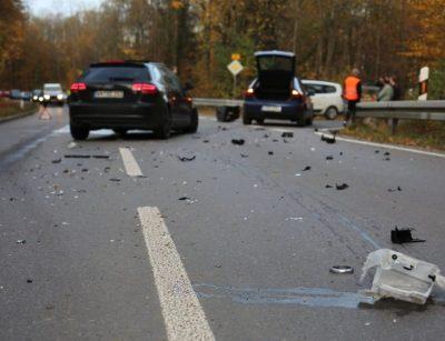 Verkehrsunfall auf der Landstraße wegen einem verkehrsfremden Eingriff.