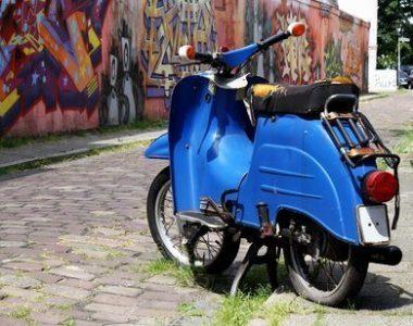 Schadensersatz-Motorroller-Motorrad-umgefallen