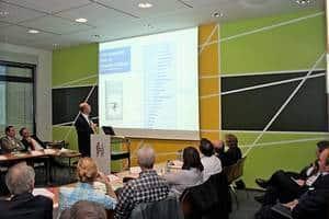 Rechtsanwalt Gregor Samimi als Dozent in einer Vortragsveranstaltung