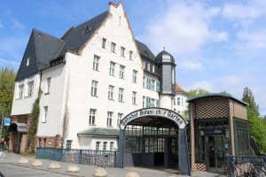Eingang zum S-Bahnhof Botanischer Garten in Berlin-Steglitz.