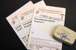 Betrug und Urkundenfälschung durch Manipulation des Fahrscheines