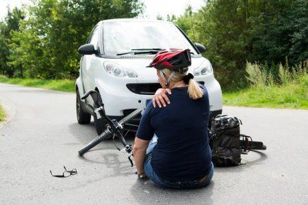 Verletzungen nach einem Verkehrsunfall werden durch Schmerzensgeld ausgeglichen.