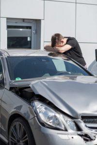 Fahranfänger sollten nach einem Unfall Ruhe bewahren.