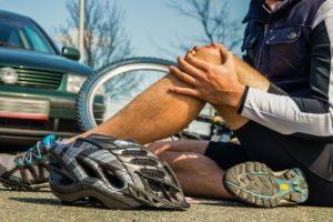 Neben der Fahrerflucht machen sie sich der fahrlässigen Körperverletzung strafbar.