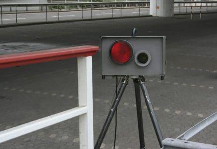 Autofahrer bemerken Blitzer meist erst, wenn es zu spät ist.