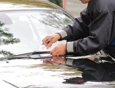 Knöllchen statt Parkschein: viele Autofahrer nehmen ein Bußgeld in Kauf.