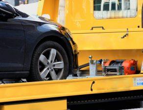 Die Kosten für das Abschleppen muss der Fahrzeuginhaber tragen.
