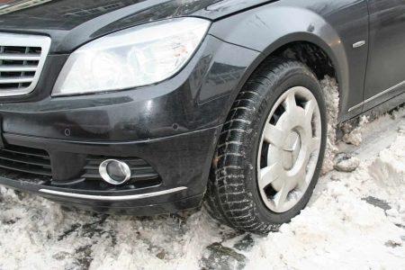Trotz Winterreifen kein Halt der Reifen im Schnee.