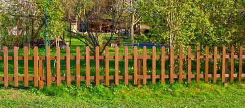 Sind Obstwiese oder Garten sichtbar durch Hecke oder Zaun abgetrennt, ist auch ihr Betreten ein Hausfriedensbruch.