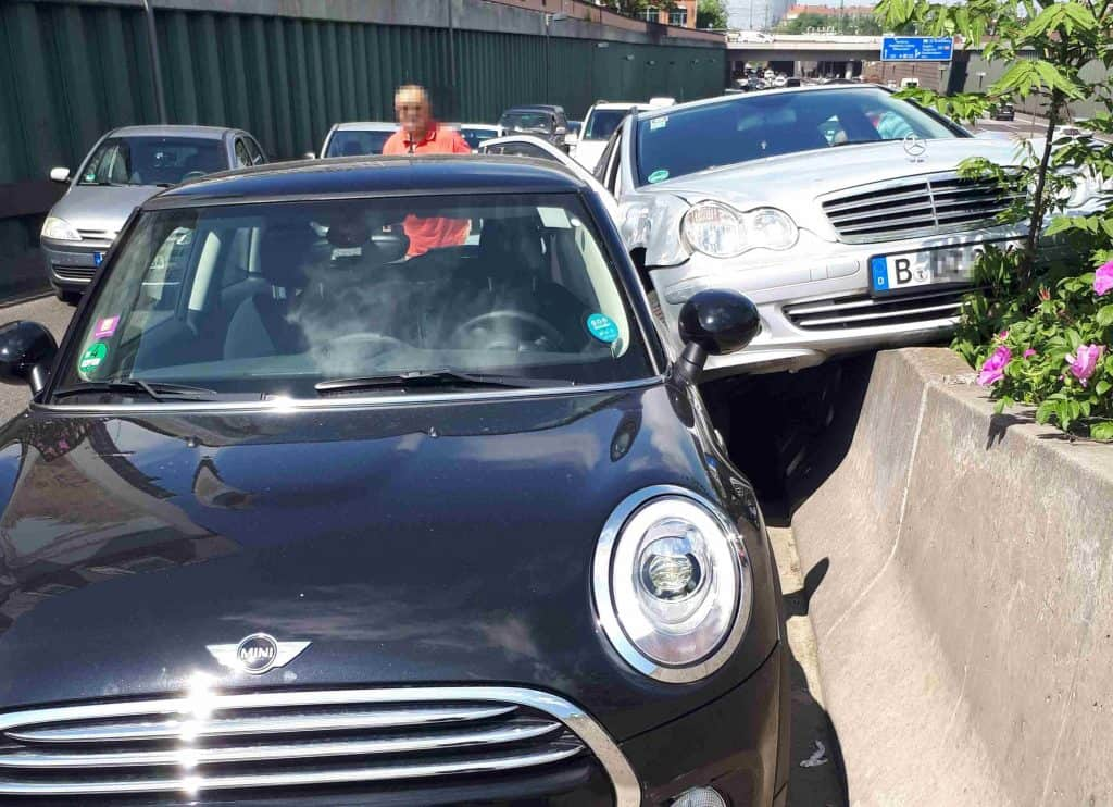 Carsharing-Unfall auf der Autobahn
