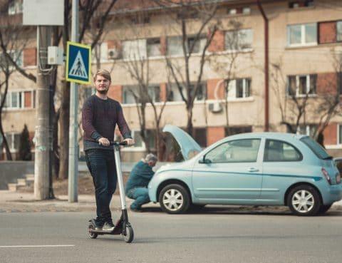 Elektroroller im Straßenverkehr